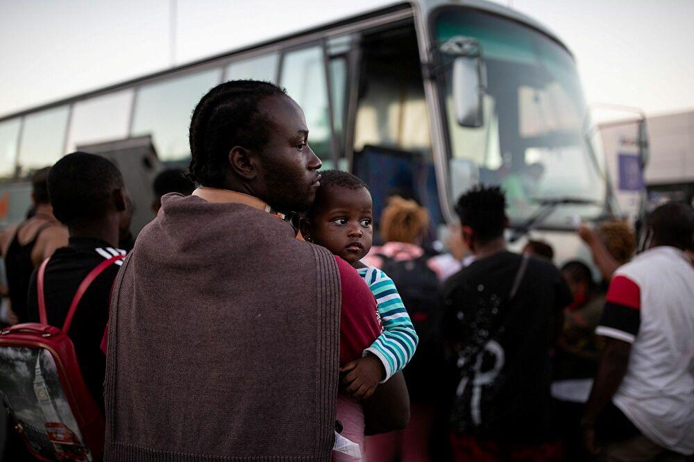 Moria'daki yangın: Sığınmacılar hala sokaklarda yatıyor, halk gitmelerini istiyor