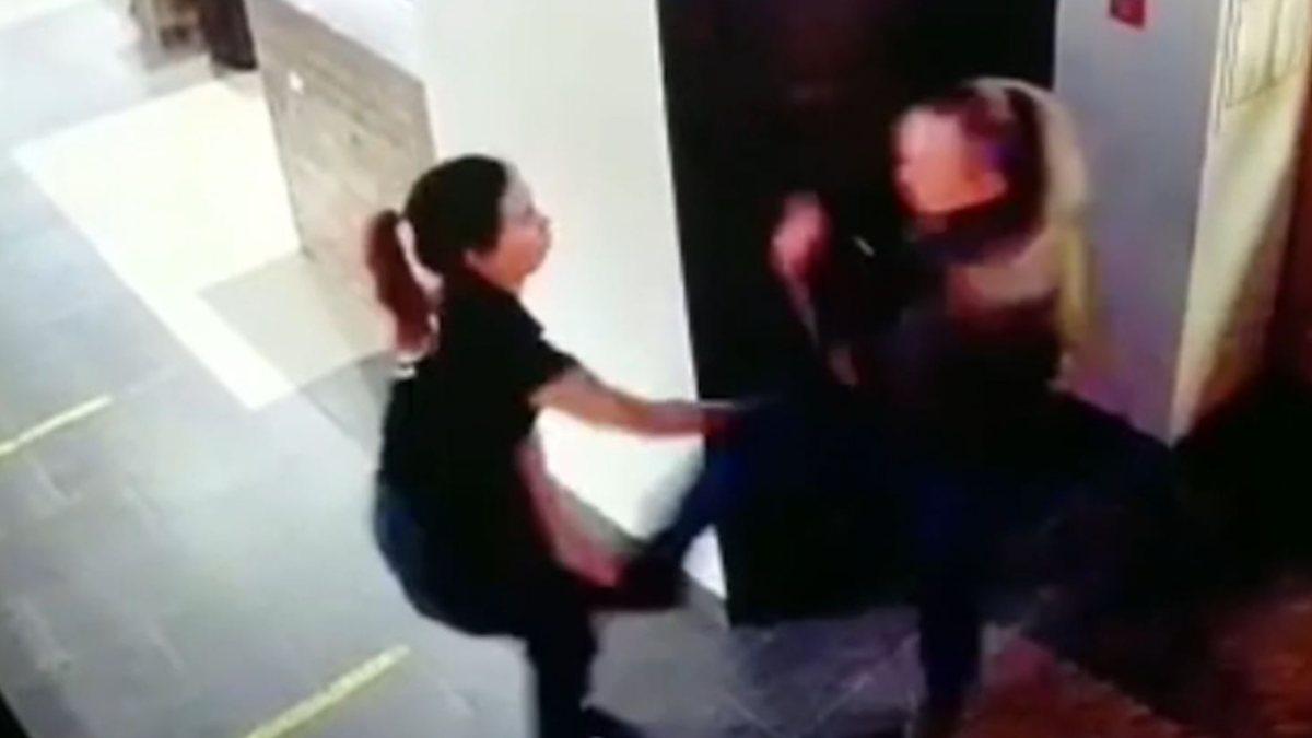 Rusya'da garsonu darbeden sarhoş adam kamerada