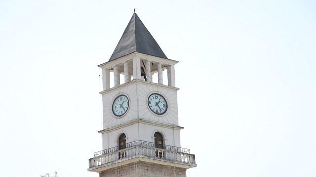 Tiran'daki Osmanlı mirası Saat Kulesi, şehrin önemli sembollerinden biri olmaya devam ediyor