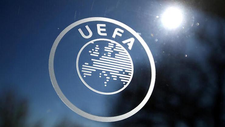 """UEFA'dan Sırbistan'a """"maça geç çıkma"""" cezası"""