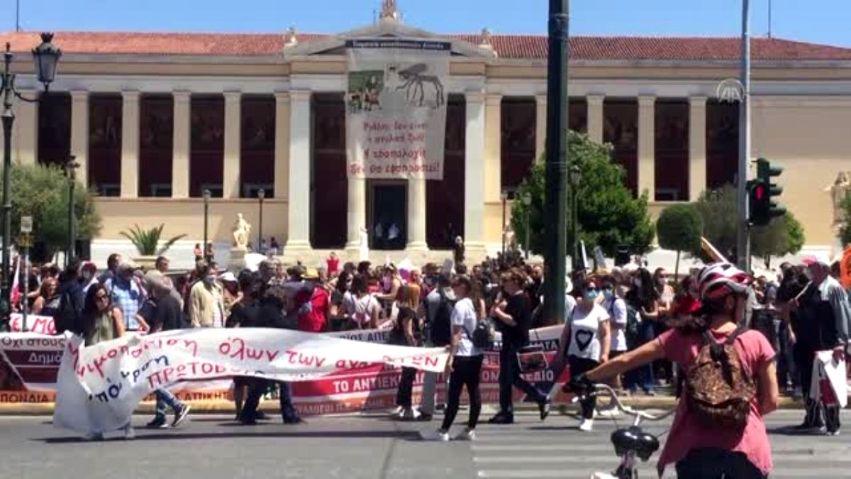 Yunanistan'da eğitim reformları protesto edildi